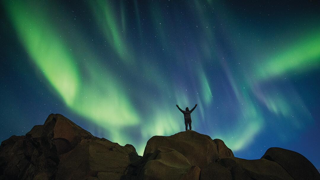 Standing beneath the northern lights in Churchill. Photo © Alex de Vries.